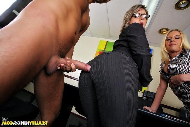 азиатки секс в офисе порно